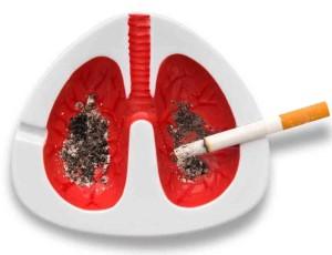 Hay personas que fuman aun estando enfermos de los pulmones o la garganta e incluso recuerdo un paciente que fumaba a través de la traqueostomía