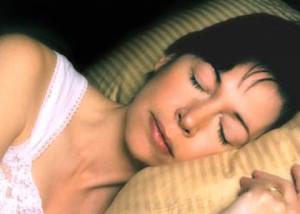 A traves de la melatonina, el triptofano ayuda a conciliar un sueño normal